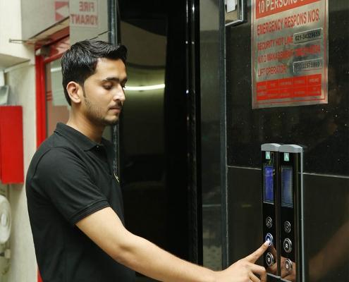 Lift operating in karachi